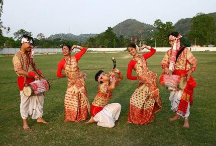 c9d4d909dc Traditional Dresses and Fashion Culture across different Indian ...